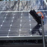 zonnepanelen proper maken